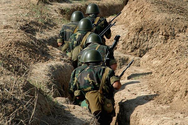 Ереван объявил о смерти 3-х военных вприграничном бою сАзербайджаном