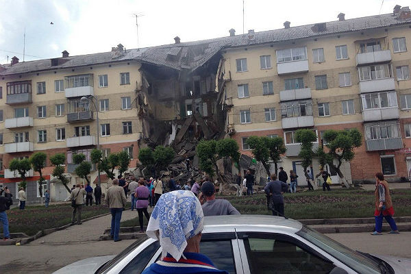 ВКемеровской области обвалился подъезд жилого дома спервого попятый этаж