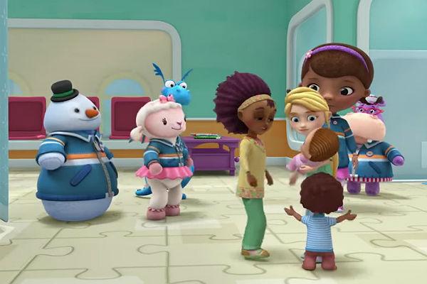 Disney сделал героями мультфильма для детей межрасовую гей-пару