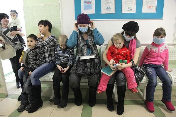 Картинки по запросу фото очередь в детские поликлиники
