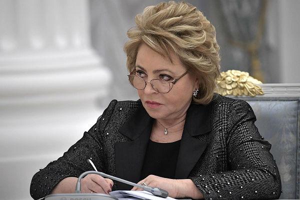 Матвиенко вышла кпротестующим против реновации в столице