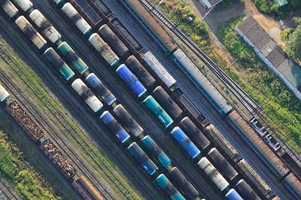 Три пассажирских поезда задержались из-за схода грузовых вагонов срельсов вТатарстане