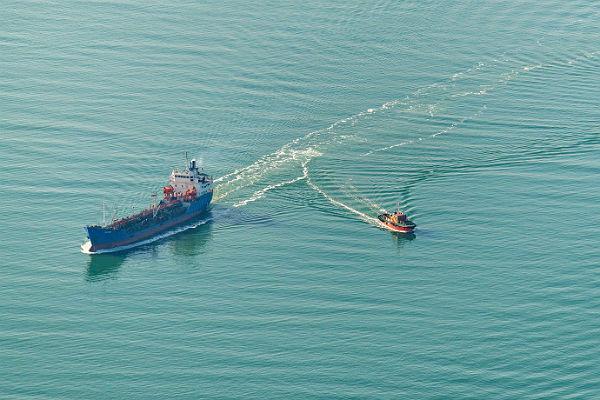 ВМС Украины: Наши корабли покурсу вАзовское море сопровождала армадаРФ