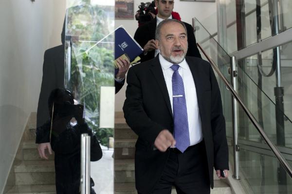 Министр обороны Израиля призвал евреев уезжать изФранции