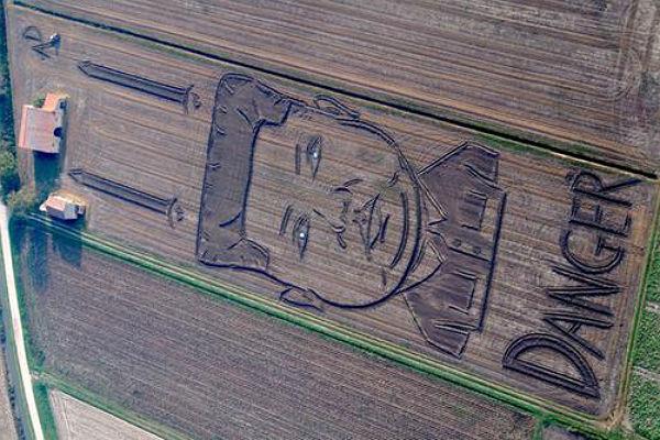Итальянский художник создал наполе 200-метровый портрет Ким Чен Ына