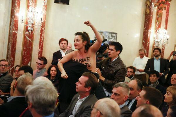 ВоФранции активистки Femen провели акцию против ЛеПен