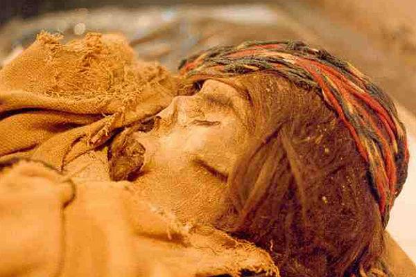 ВЧили найдены 1000-летние мумии женщины и 2-х детей
