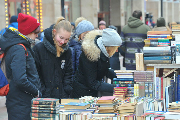 Издатели анонсировали выход свежей книги Виктора Пелевина