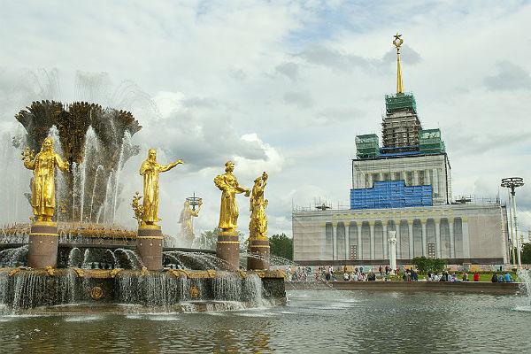 Около 20 тыс студентов ишкольников посетили ярмарку вакансий в российской столице