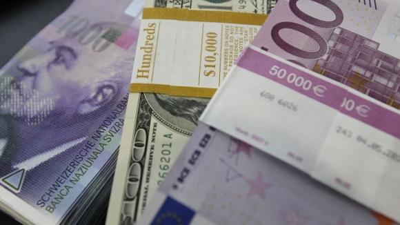 Евро обновил минимум утром в среду