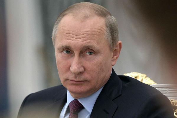 Путин поручил поднять качество экспертизы школьных учебников