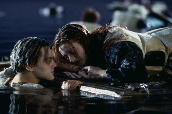 Джеймс Кэмерон сказал, почему Леонардо ДиКаприо довелось умереть в«Титанике»