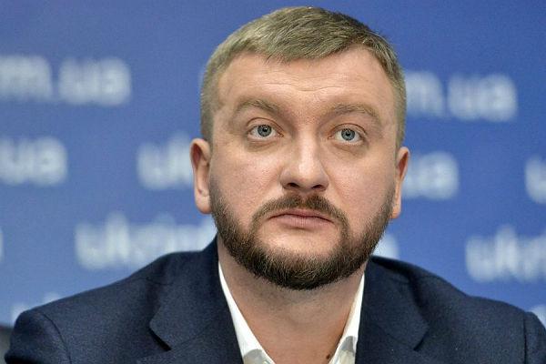 Руководитель  Минюста Украины неверит, что Российская Федерация  построит мост вКрым