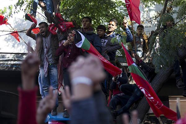 Армия Израиля применила газ против палестинских молодых людей