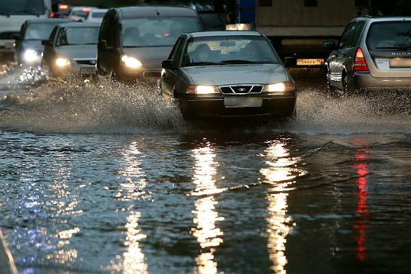 Из-за дождя в столице квечеру будут сильные пробки
