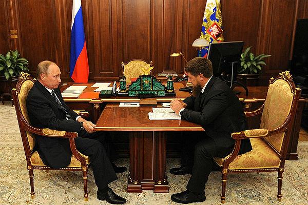 Путин иКадыров провели встречу поздним вечером вКремле