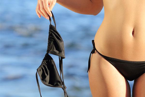 фото девушки без лифчиков в бикини