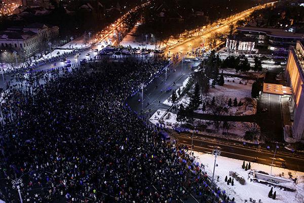 ВРумынии десятки тыс. человек участвуют впродолжающихся протестах