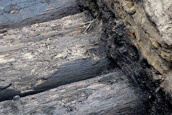 В российской столице вовремя ремонта водопровода отыскали деревянную мостовую XVII века