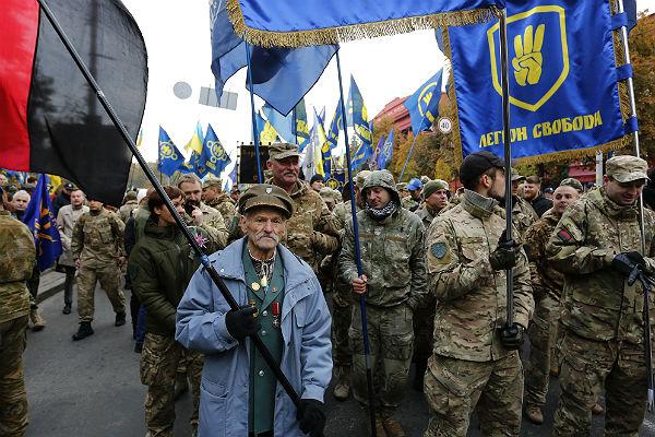 Ярош начал переговоры сПорошенко сцелью создания свежей армии