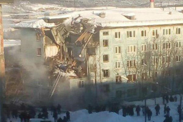 Взрыв газа вМурманске: под завалами остались люди