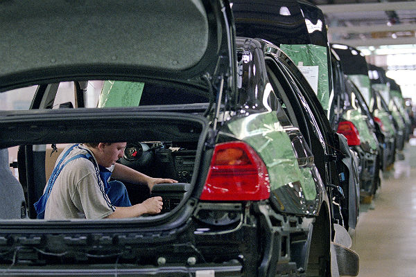 Производство авто вРФ: «легковушки» в«минусе», фургоны - в«плюсе»