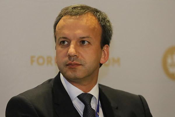 Дворкович объявил, что Российская Федерация небудет ограничивать покупки заналичные деньги