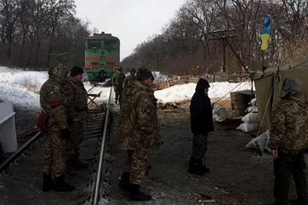Киев перекроет пути вДНР иЛНР до14— Транспортная блокада Донбасса