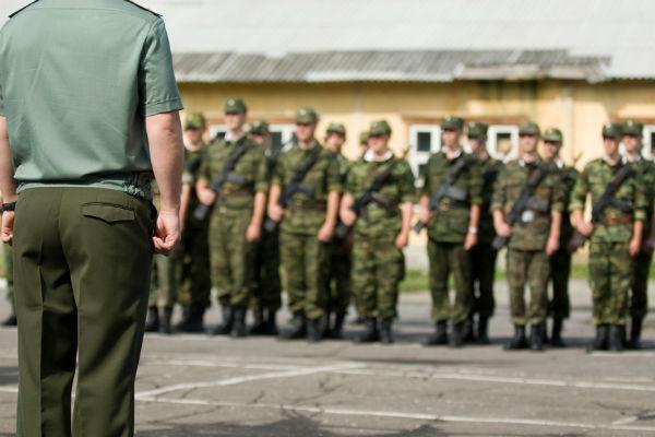 Выпускников вузов освободят от армии