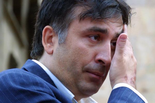Похоронить гражданство Саакашвили могли растраты натраурный венок