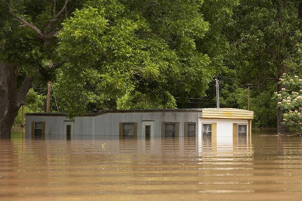Вамериканском штате Техас наводнения унесли жизни 12 человек