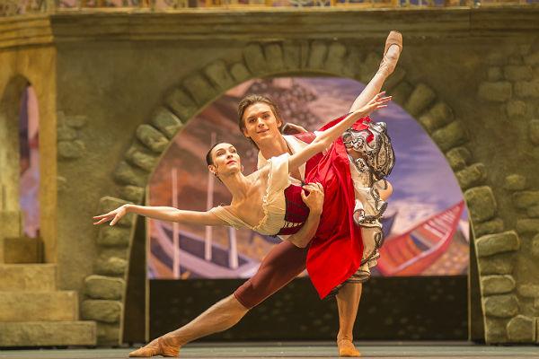 Приме-балерине огромного театра отказали ввизе США