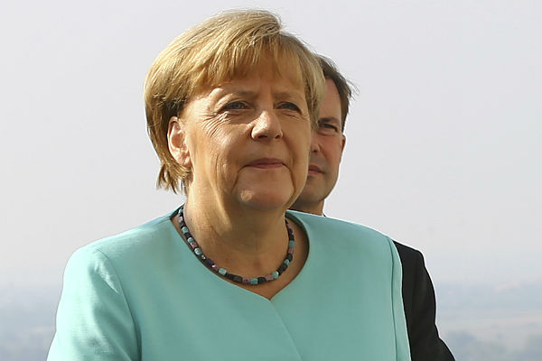 EC находится вкритическом положении— Меркель