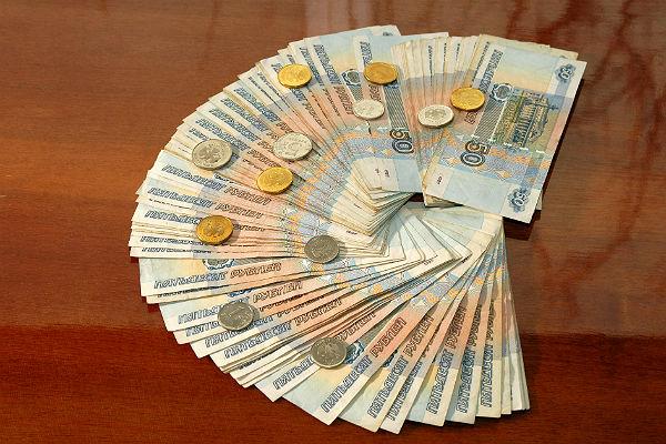 Средняя заработная плата русских чиновников подросла до 100 тысяч руб