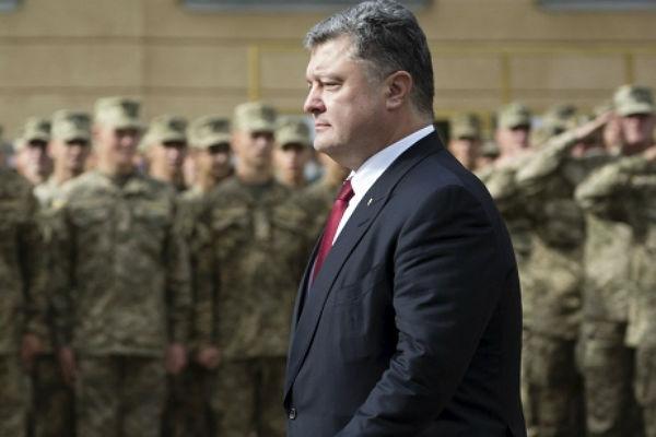 Порошенко сказал, что предпримет вслучае обострения наДонбассе ивКрыму