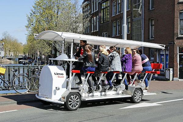 ВАмстердаме запретили «пивные велосипеды»— Пьяные туристы