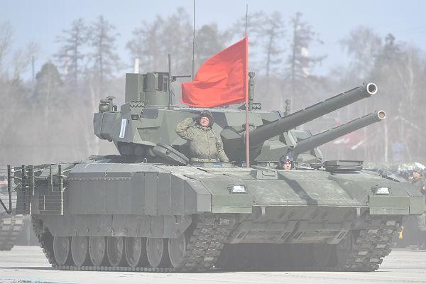Вице-премьер Борисов: нужно модернизировать старые танки вместо закупок «Арматы»