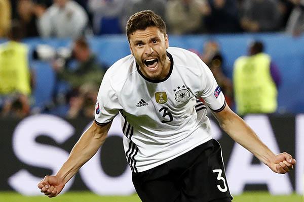 Германия выиграла уИталии попенальти ивышла вполуфинал Евро