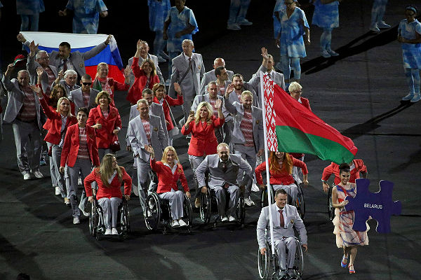 В Беларуси пояснили, почему ихпаралимпийцы вышли с русским флагом