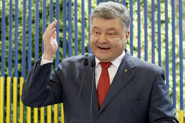 Порошенко попросил украинцев неездить вКрым