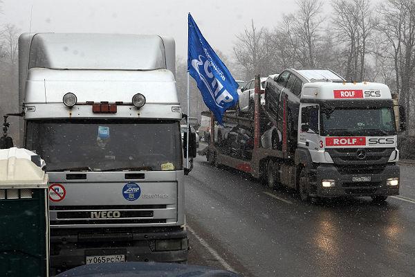 Лидера петербургских дальнобойщиков отпустили из милиции  через 5  часов