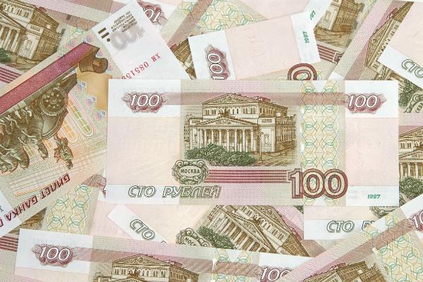 Вор из Снежногорска за несколько часов спустил 13 тысяч украденных денег