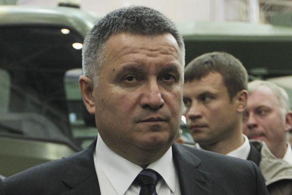 Аваков: Олланд множество насебя берет
