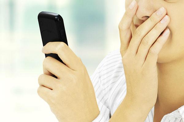 Сотовые операторы объяснили отсутствие SMS-рассылки об урагане