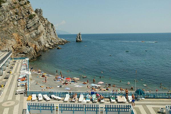 Крым с начала года принял более четырех миллионов туристов