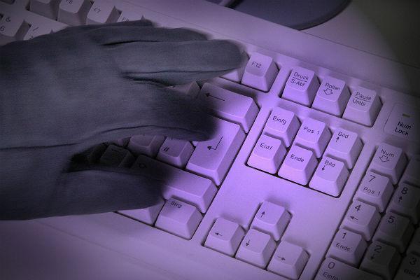 ФСБ: 50 хакеров украли сосчетов русских банков 1,7 млрд руб.