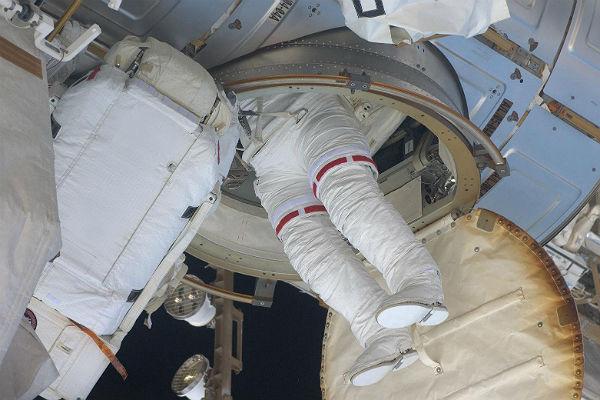 Космонавты наМКС получат русские скафандры обновленного поколения