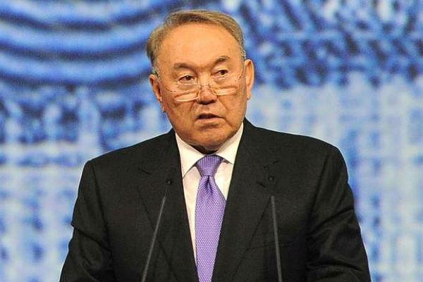 Назарбаев принял решение перевести казахский алфавит налатиницу