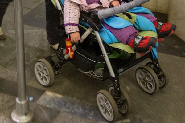 Минтранс передумал воспрещать транспортировку детей вколясках вметро