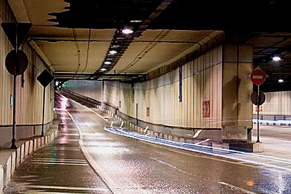 В Москве из Гагаринского тоннеля эвакуировали 400 человек: На пульт «02» поступило сообщение об угрозе взрыва в тоннеле